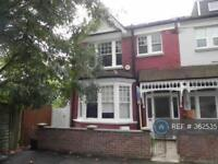 5 bedroom house in Churchfield Avenue, London, N12 (5 bed)