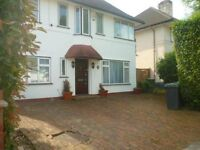 Beautiful Spacious Detatched House. Ficnhley Central.