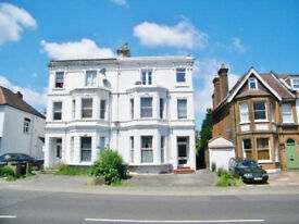 2 BEDROOM FLAT IN PLAMERS GREEN WITH PRIVATE ROOF TERRACE N13