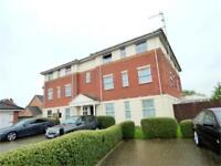 2 bedroom flat in Two Mile Drive, Slough