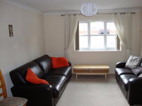 *Reduced for quick let!!! 2 bedroom ground floor apartment to let in Sheffield S2 - near University