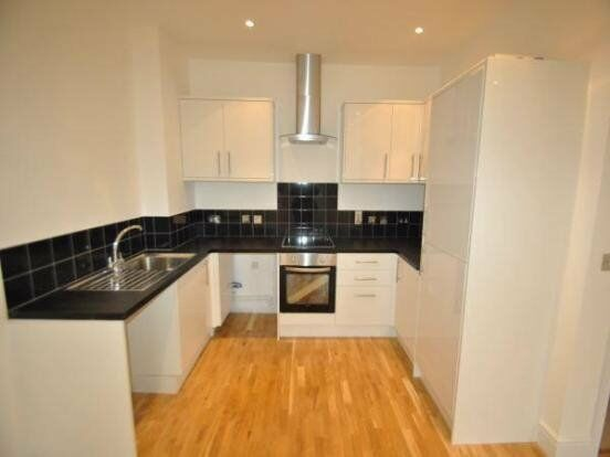 FINCHLEY- Double Room -SHARE WITH LADY WITH LIVING RM. KITCHEN & BATH/SHOWER (Sky tv & internet)