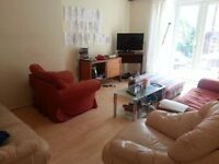 NICE SPACIOUS 5 DOUBLE BED HOUSE - 10 MINS WALK ARSENAL TUBE STATION!!!