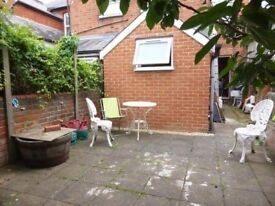 2 rooms for sale in Reading,Berkshire.