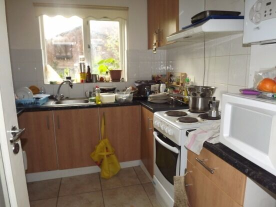 Amazing 2 bed flat located very close to oval station!! Dont miss out!!
