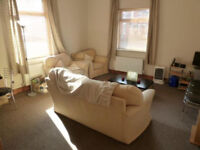 Large Ground floor flat with Garden and Parking