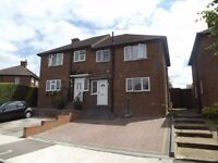 Very Beautiful Three Bedroom House in Romford £1400