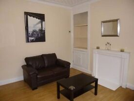 3 Bedroom Property on Autumn Street in Hyde Park!! £75 PWPP!! Available: July 1st!!