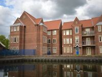 2 bed modern flat overlooking the canal with parking