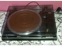 A TECHNICS DL- D210 DIRECT DRIVE TURNTABLE