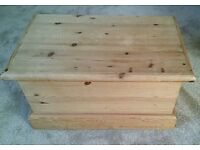 Solid Wood pine blanket storage box