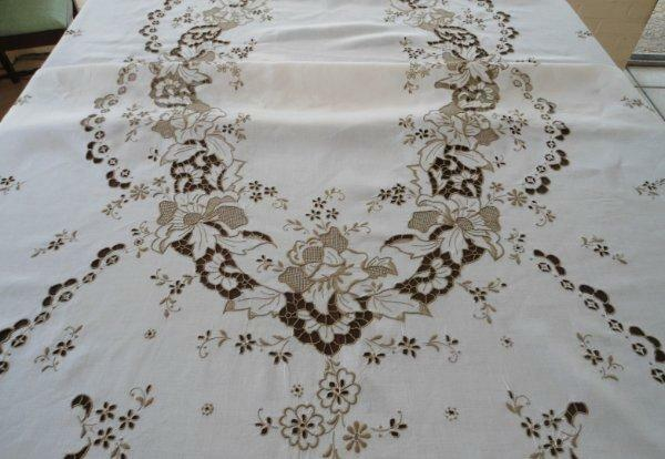 Vintage Madeira Embroidered Banquet Tablecloth Needlelace Honeycomb Floral 117""