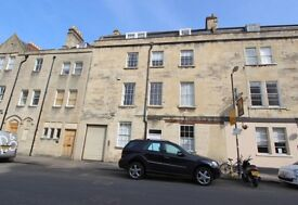 Central Bath, 2 double bedroom top floor flat with residents parking