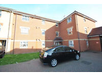 2 bedroom flat in Lupin Crescent, Ilford, IG1