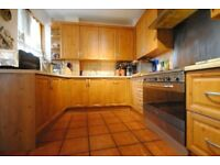 Spacious 3 Bedroom Furnished Flat - Ideal for Professionals.