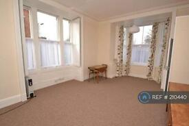 Studio flat in Lee High Rd, Lewisham, SE12