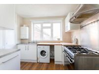 SPACIOUS 2/3 DOUBLE BEDROOM TOP FLOOR APARTMENT MOMENTS FROM THE AMENITIES ON KENTISH TOWN HIGH ST