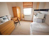 Studio flat in Pembridge Villas, W11