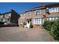 86ChairboroughRoad. ALL BILLS INCLUSIVE *A Spacious Five Bedroom House *
