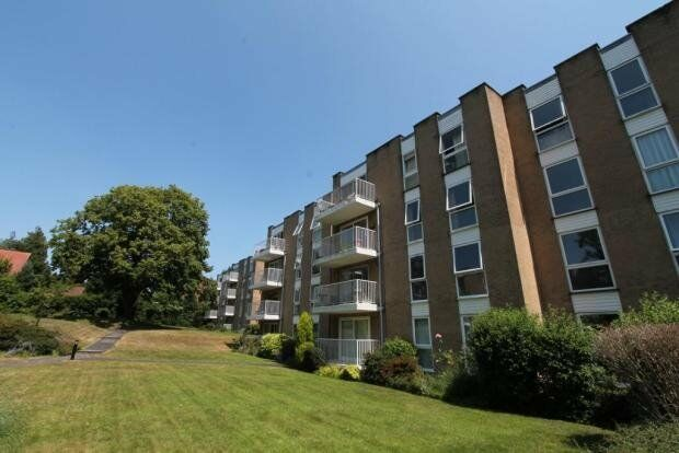 VERY SPACIOUS UNFURNISHED 1 BEDROOM GROUND FLOOR FLAT WITH PARKING IN MEYRICK PARK