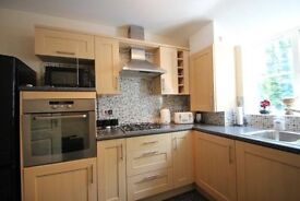 Modern 2 bedroom apartment, walking distance to town centre