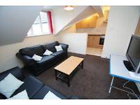 4 bedroom flat in Flat A, 82 Hyde Park Road