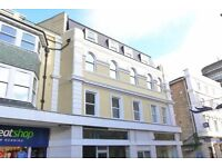 VERY SPACIOUS & MODERN UNFUNRISHED TOP FLOOR FLAT SITUATED IN BOURNEMOUTH TOWN CENTRE