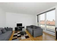 Stunning three bedroom three bathroom pent house apartment in Aldgate E1