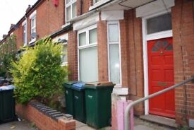 Student 2018/2019! A large 3 furnished double bedroom Close to Coventry University. Bills Included*.