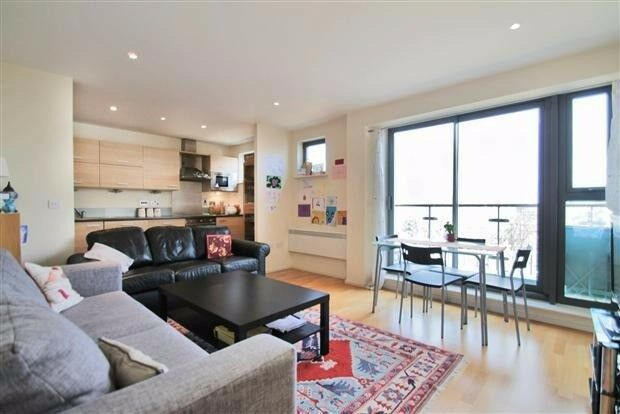*NEW* luxury 2bed apartment next to Shadwell Station
