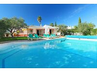 LS604. Lovely and cheerful villa for 6 persons with wi-fi in Albufeira, on the Algarve, Portugal.