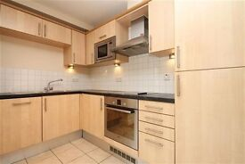 2 Bed 2 Bath, Private parking and Balcony on York road, Clapham SW11