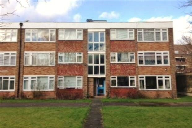 Spacious 2 Bed Flat newly refurbished and decorated.