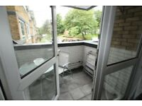Double bedroom in 3 bed flat - Arthurs Hill - Close to city center and business school