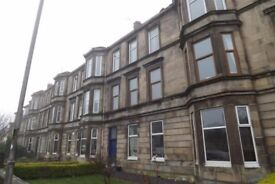 Very large traditional 3 bed flat to rent