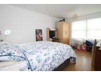 Furnished double room to let in modern, 3-bedroom flat in Beckenham, near Ravensbourne station.