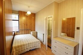DOUBLE Rm,En-Suite to rent in a beautiful,clean,4 b/r detached house. Ideal for a clean individual