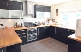 Spacious 1 bedroom modern first floor maisonette with private parking 10 mins walk to Uxbridge