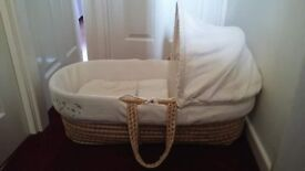 Clair Dr Lune Starburst Cream Waffle Moses basket with 2 stands