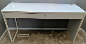 PRIME CONDITION WHITE OFFICE DESK FOE SALE - MUST GO ASAP!