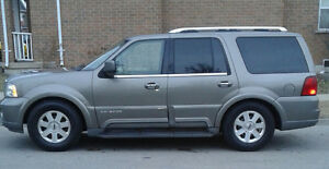 2004 Lincoln Navigator Base SUV, Crossover