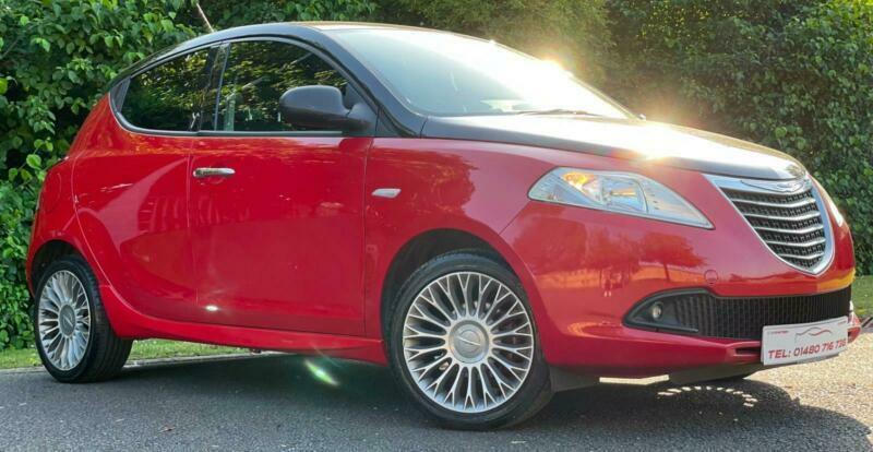 2013 Chrysler Ypsilon 1.2 black and red 5dr.