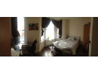 Hi!!! 5 en suite rooms AVAILABLE in same house in EAST HAM near STRATFORD!!!