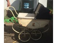 Antique Dolls pram around 1940-1950, Condition good for year but is in need of some TLC
