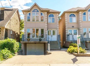 3 Bedroom Beautiful House close to downtown