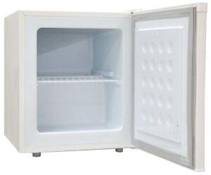 Mini congelatore verticale sirge classe a 35 lt 55w for Congelatore verticale a