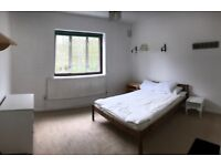 STEPNEY GREEN, E1, LOVELY, SPACIOUS 3 BEDROOM HOUSE WITH DOUBLE PATIO