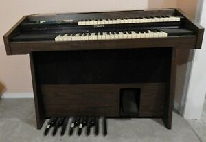 Lowry Electric Organ