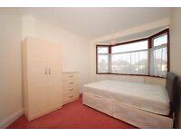 one double bedroom in 3 bedroom house