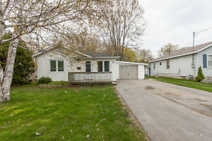 Newly Renovated home for rent in Keswick (Large Private Lot)